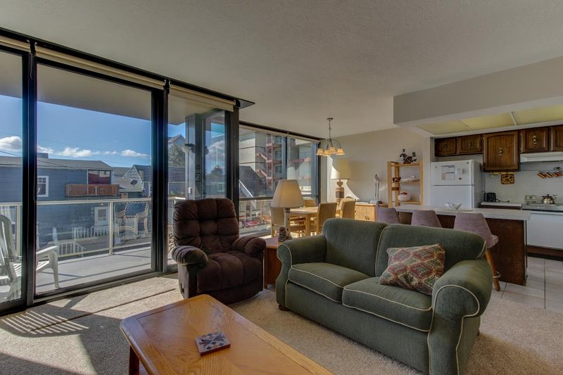 Dog-friendly condo right on the Promenade w/ shared pool & sauna - Image 1 - Seaside - rentals