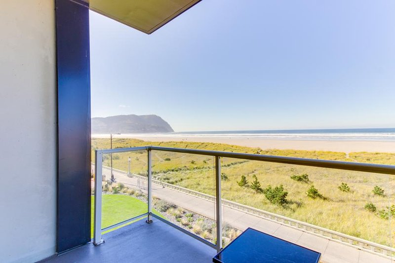 Spacious, dog-friendly oceanfront getaway w/ shared pool, close to everything! - Image 1 - Seaside - rentals