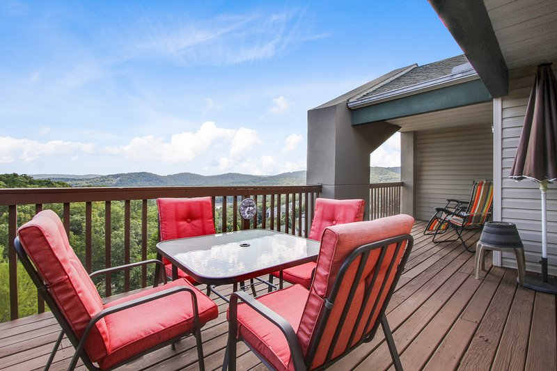 Amazing view Table Rock Lake and the Ozark Mountians from this top floor unit - Next to Silver Dollar City; Indoor Heated POOL and Kids Splash Pad - Branson - rentals