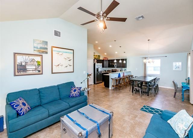 Living Area - Boogie Board: BRAND NEW, Pet Friendly, Wi-Fi, Walking Distance to Beach - Port Aransas - rentals