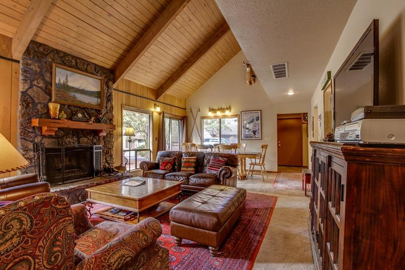 Quiet, dog-friendly home with SHARC access for fantastic shared amenities - Image 1 - Sunriver - rentals