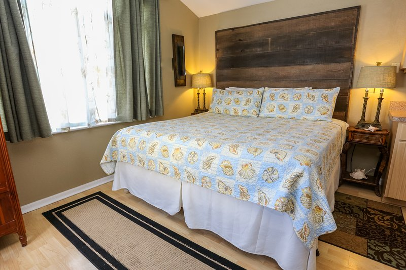 King Size Bed - Romance On The Beach! Great View of the Beach! - Clearwater - rentals