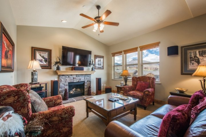 With modern upgrades, comfortable bedrooms and endless amenities throughout, this 3,200 square foot home is perfect for families & weekend travelers. - Still Water at Deer Valley Jordanelle - Heber City - rentals