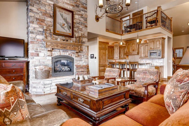 Open concept mountain contemporary home, vaulted ceilings, floor to ceiling stone fireplace, high quality furnishings, fixtures & flooring throughout. - Bella Shores - Handicap Accessible - Heber City - rentals