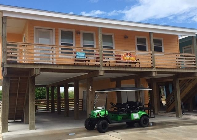 Tequila Sunrise with FREE Cart - Tequila Sunrise: PRIVATE POOL, FREE Golf Cart, Close to Beach,  Pets - Port Aransas - rentals