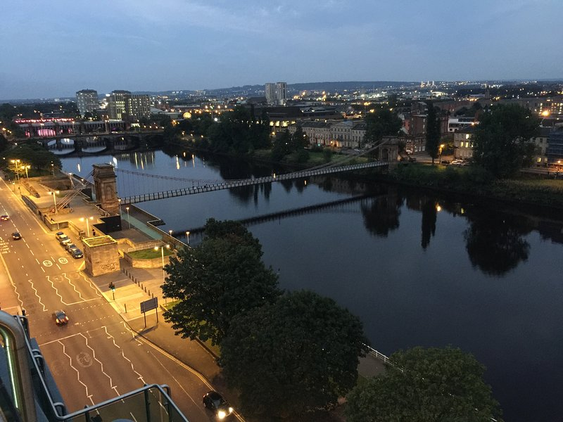 View from balcony/master bedroom. - Superb penthouse City Centre Glasgow. Top floor. - Glasgow - rentals