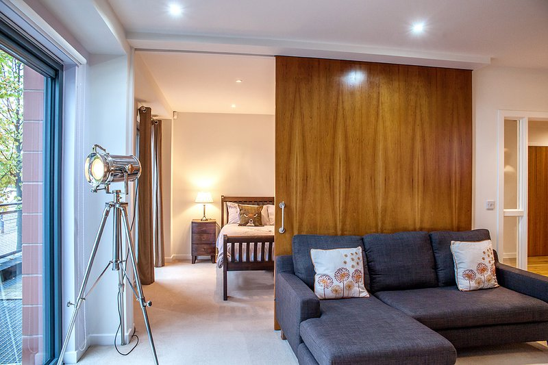 The apartment has beautiful views directly looking out onto the River Clyde.. very peaceful.. - Luxury Riverside Apartment Glasgow West End - Glasgow - rentals