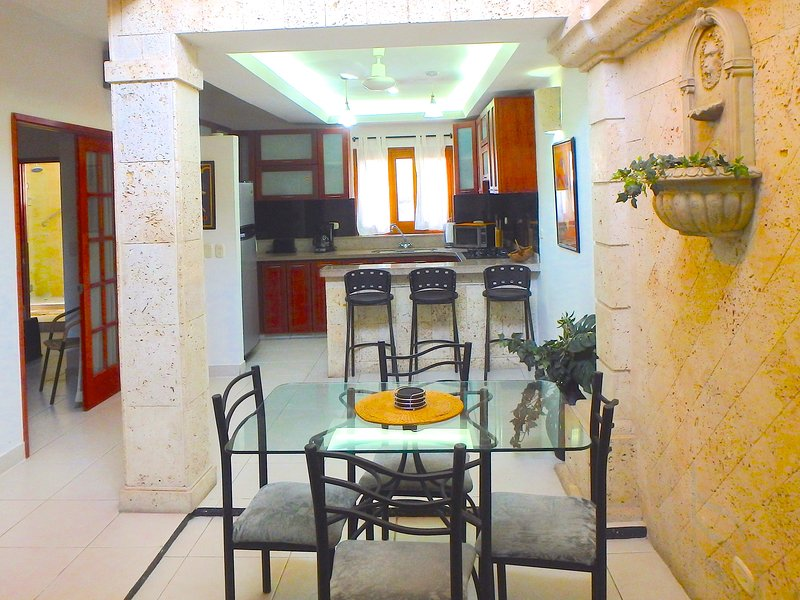 Old City 3BR: balcony, great wifi, AC, hot water - Image 1 - Cartagena - rentals