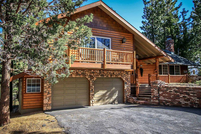All About Fun Eagle Point Retreat~Outdoor Spa~Full Game Room~Fenced/Pets Ok~ - Image 1 - Big Bear Lake - rentals