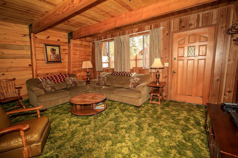 Cedar Haus Quaint & Cozy Cabin~Basic Essentials~BBQ~Close To Golf & Hiking~ - Image 1 - Big Bear Lake - rentals
