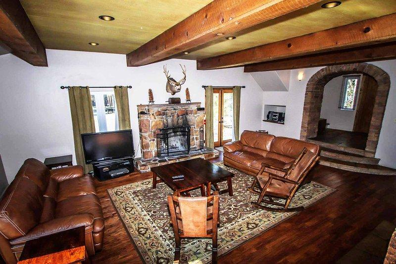 Westfall Mtn Lodge~Outdoor Spa~Pool Table/Game Room~Contemporary Decor~ - Image 1 - Big Bear Lake - rentals