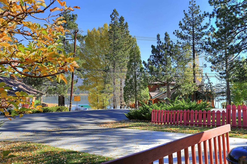 Front Deck Lakeview - Le Trianon Lakeview Cabin~Close To Town~Full Kitchen~Fireplace~WiFi~ - Big Bear Lake - rentals