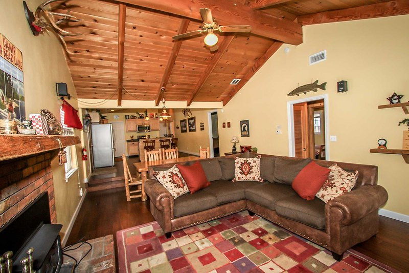Lazy Bear Lodge~Secluded Single Story Family Retreat~Fully Furnished/Equipped~ - Image 1 - Big Bear Lake - rentals
