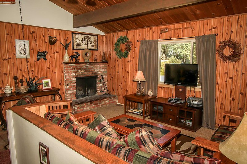 Mountain Twilight Furnished Family Cabin~Great Location~Spacious Treed Lot~ - Image 1 - Big Bear City - rentals