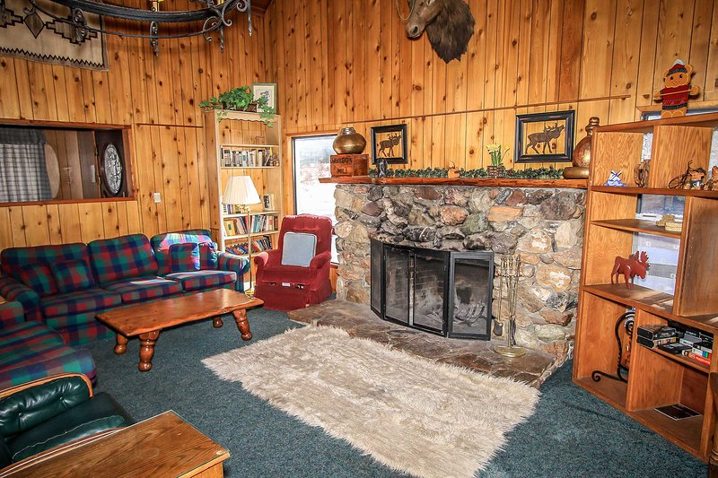Toasty Fireplace - Moosehead One Cabin~Awesome Deck With BBQ~Furnished Kitchen~WiFi~Pets Welcome~ - Big Bear Lake - rentals
