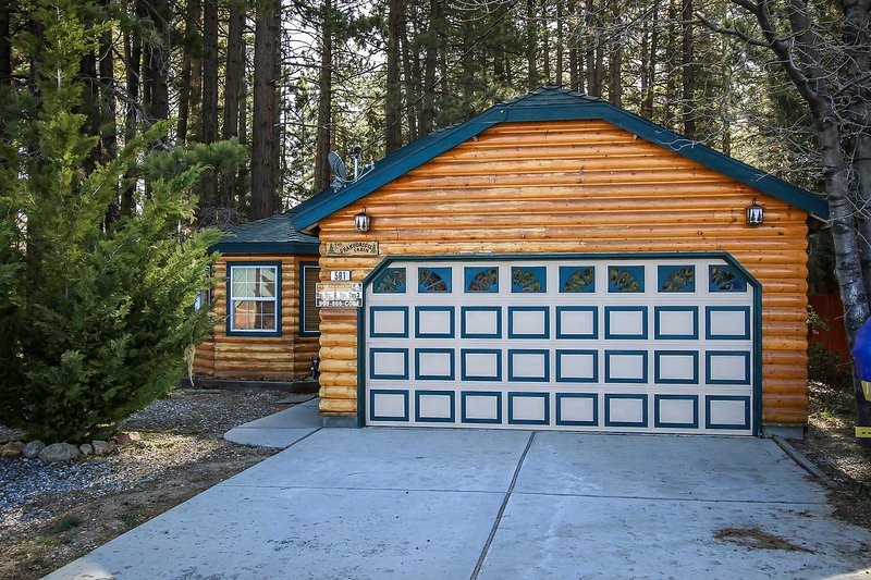 3 Car Parking Area ( No Garage) - 1370-Comfy Cabin - Big Bear Lake - rentals