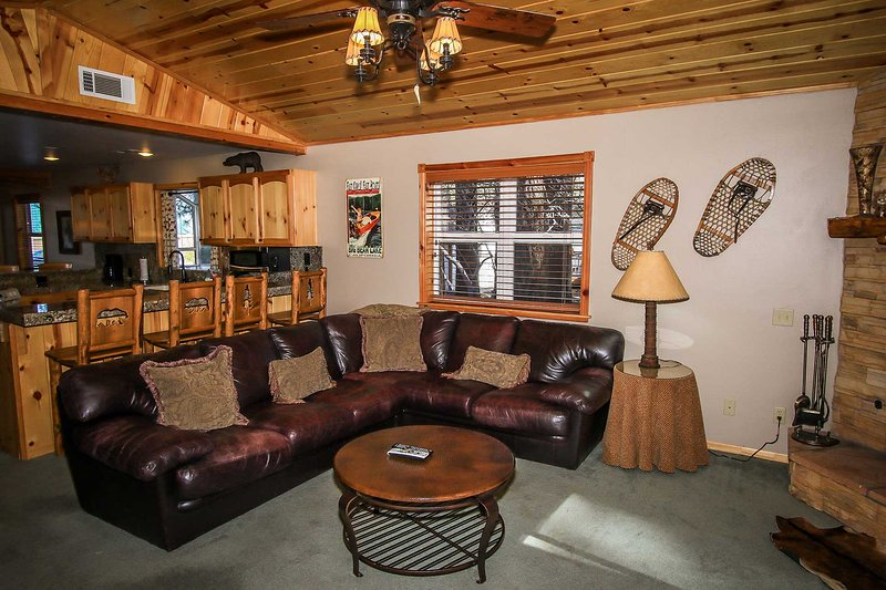 Living Room - Comfy Cabin~Super Clean Log Home~Private Outdoor Spa & Fenced Yard~Great Local~ - Big Bear Lake - rentals