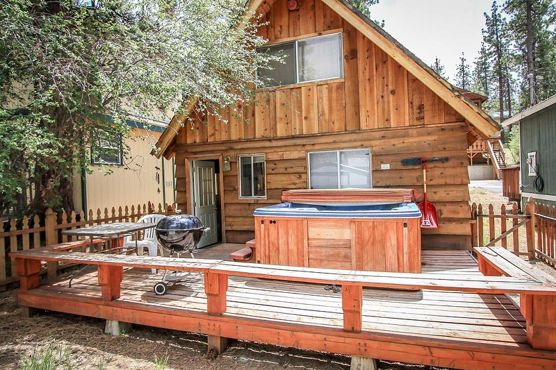 Dusk To Dawn Family Cabin~Outdoor Spa~Cozy Living Area~Basic Kitchen~Fenced~ - Image 1 - Big Bear Lake - rentals