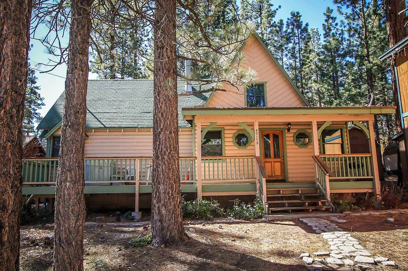 Kelley's Kabin Front Yard and Porch - 290-Kelley's Kabin - Big Bear Lake - rentals