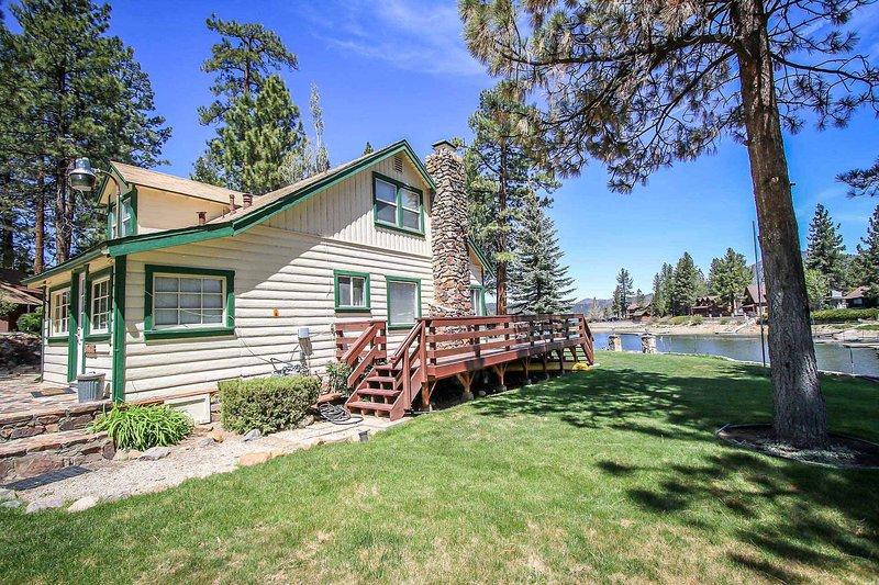 Bryan's Lakefront Retreat~Full Kitchen~Foosball~Lake-View Deck~New Flat TVs~ - Image 1 - Big Bear Lake - rentals
