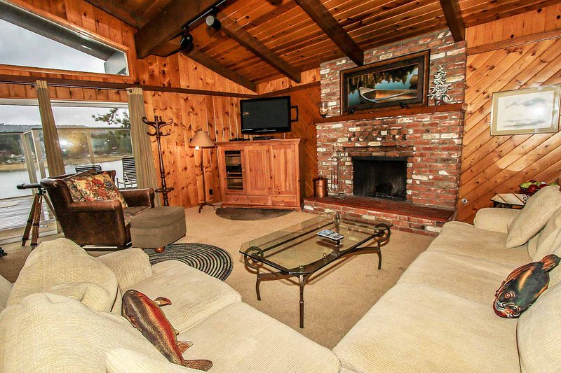 Lakefront Sanctuary~Outdoor Spa~Pool Table/Game Room~Great Location~ - Image 1 - Big Bear Lake - rentals