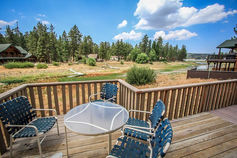 Quiet Bayside Location - Moosehead Two Cabin~Lakeside Location~Awesome Deck With BBQ~Furnished Kitchen~ - Big Bear Lake - rentals