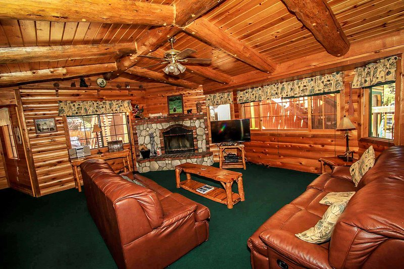 Starview Chalet~Private Hot Tub~Entertaining Pool Table~Guest Apt~Walk To Lake~ - Image 1 - Big Bear Lake - rentals