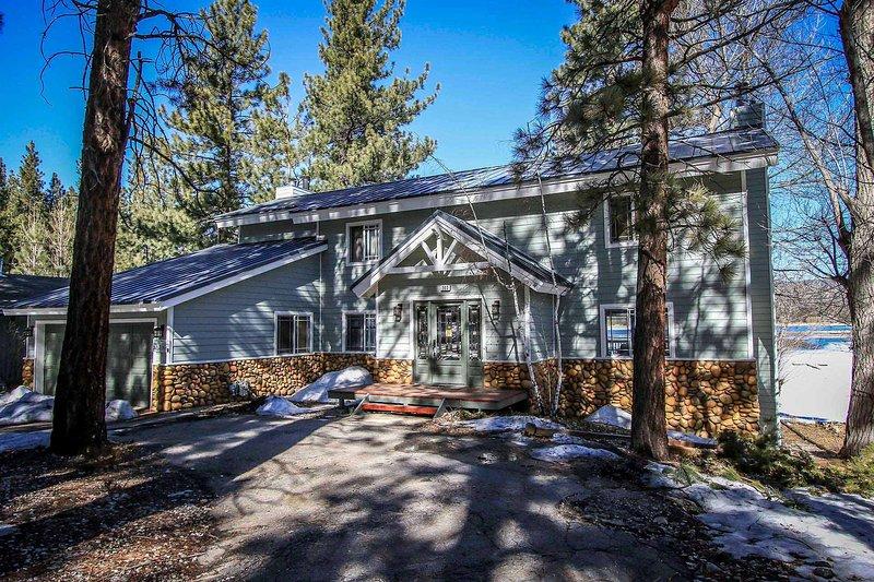 Paradise Cove driveway for 3 cars - 662-Paradise Cove - Big Bear Lake - rentals