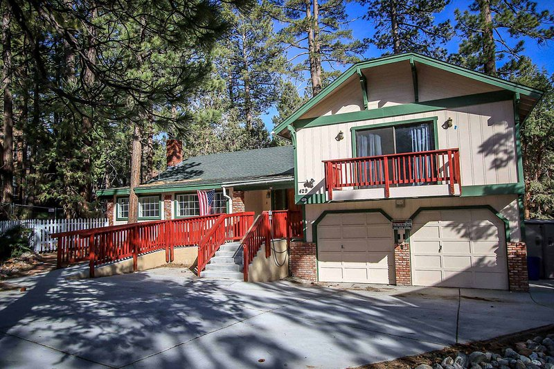 Fox Farm Manor~Clean & Modern Retreat~Foosball/AirHockey~Outdoor Spa~Fireplace~ - Image 1 - Big Bear Lake - rentals