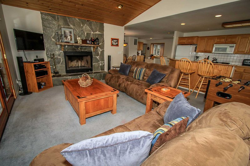 I Love View~Upper Moonridge Cabin~Treed Mountain Views~Jetted Tub~Fireplace~ - Image 1 - Big Bear City - rentals