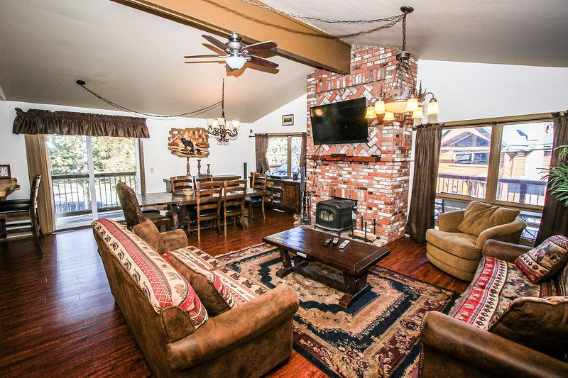 Ghabrial's Lakeview Family Home~Game Room-Foosball/PingPong~Private Outdoor Spa~ - Image 1 - Big Bear Lake - rentals