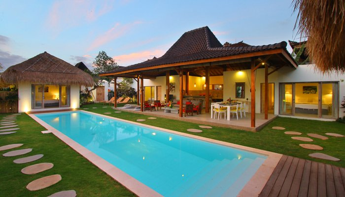 #D14 Villa Thiara - Oberoi Seminyak, 500m Kudeta Beach - Image 1 - Seminyak - rentals