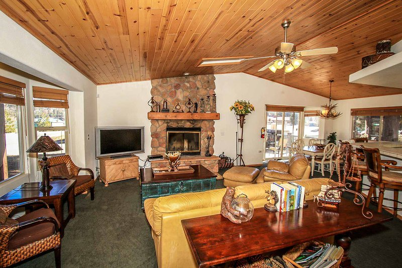 Can't Bear To Leave Retreat~Game Room~Level Parking/Garage~Fireplace~Laundry~ - Image 1 - Big Bear Lake - rentals