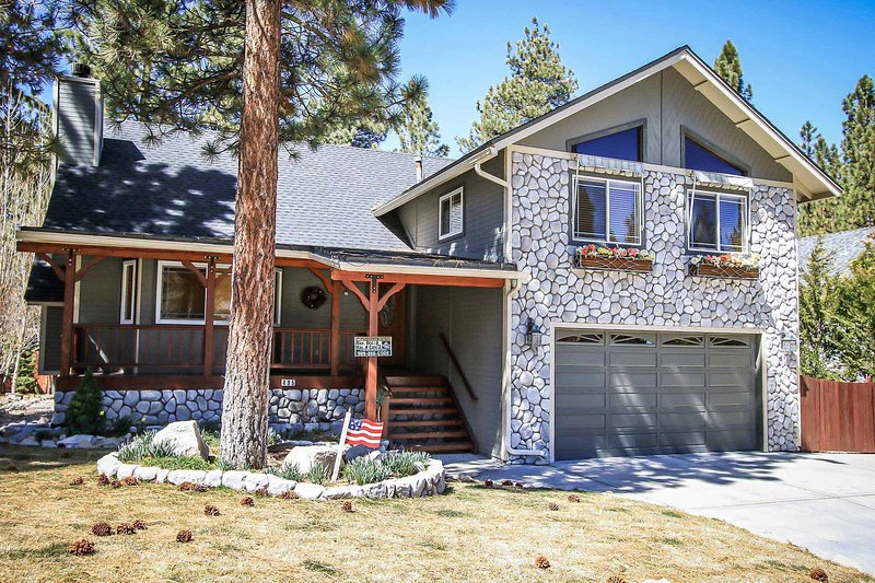 Front Yard - 1427-Eton Elite - Big Bear City - rentals