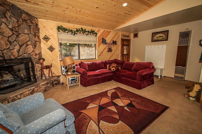 Bear Heaven Family Cabin~Walk To Lake~Private Outdoor Spa~Fully Furnished~ - Image 1 - Big Bear Lake - rentals