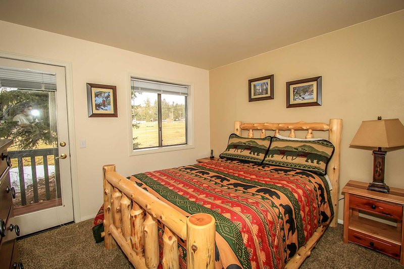 Sunny Side Up Golf/Ski Condo~Full Kitchen~Washer/Dryer~Garage~Gas Fireplace~WiFi - Image 1 - Big Bear Lake - rentals