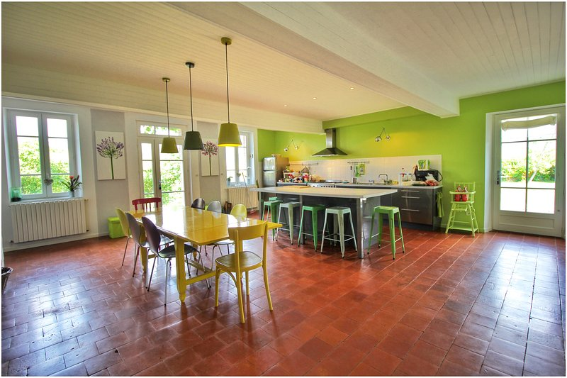 Kitchen and dining room - House with swimming pool, panoramic view - Toulouse - rentals
