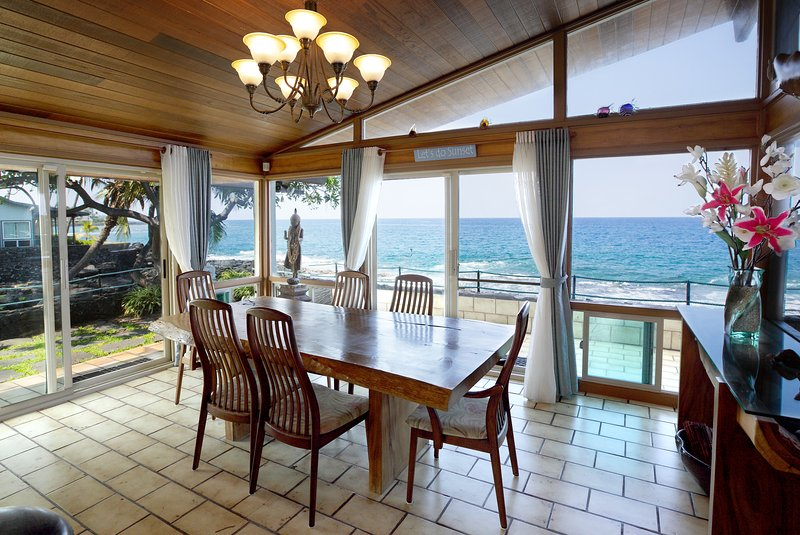 Dine on the water. Any closer and you could use a net to catch dinner. - Oceanfront Kona Home-Private-Beach &Ocean Access- - Kailua-Kona - rentals