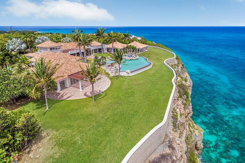 BELLE ETOILE... a 5BR vacation rental, just minutes away from the beach of Plum Bay, St. Martin 800 480 8555 - BELLE ETOILE...OMG!  Yes, this is truly paradise! Drop dead Gorgeous villa, amazing views! - Baie Rouge - rentals