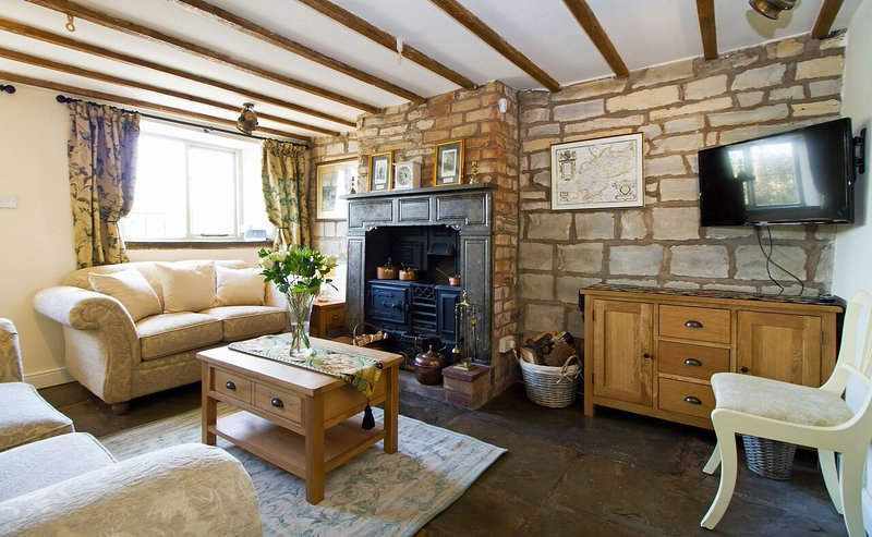 Cosy and characterful lounge with working range - Stunning C17th stone character cottage - 4 miles Stratford! - Stratford-upon-Avon - rentals
