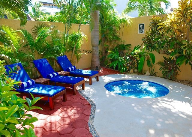 Hot tub & lounge area.  - BALCONY STYLE LIVING, WALK TO TOWN & BEACH, HAMMOCKS, BIKES, POOL & HOTTUB. - Puerto Morelos - rentals