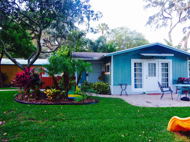 Front of cottage  - Busch Gardens-Convention Ctr- Downtown-River Cotta - Tampa - rentals