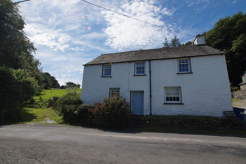 TOWN END FARMHOUSE, near Newby Bridge - Image 1 - Newby Bridge - rentals