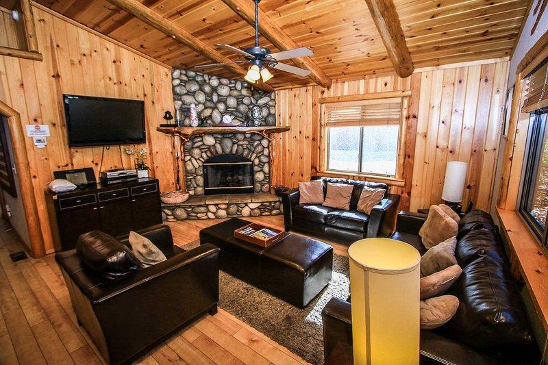 Four Seasons Summit Retreat~Beautifully Furnished Mountain Cabin~Outdoor Spa~ - Image 1 - Big Bear Lake - rentals