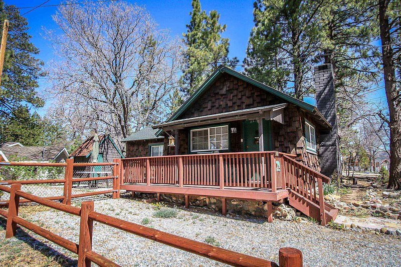 Somewhere In Time Cozy Cabin~Awesome Fenced Yard/Pets Ok~Wood Fireplace~WiFi~ - Image 1 - Big Bear Lake - rentals