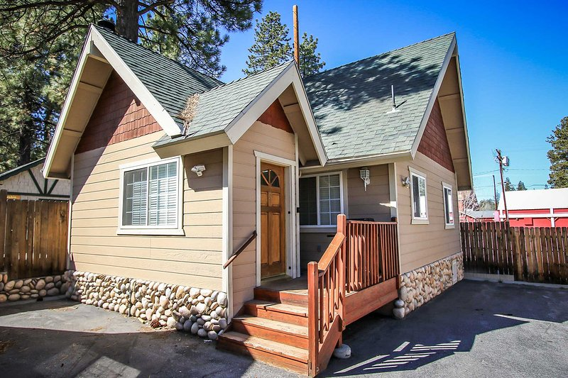 Front View - Lakeview Forest Lodge Three~Fully Furnished~Pets Welcome~Walk To Lake~ - Big Bear Lake - rentals