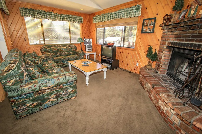 Living Area Furnishings - 379-Bear Claw Bungalow - Big Bear Lake - rentals