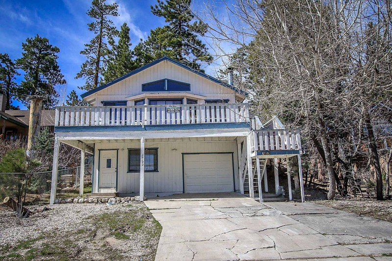 Lakeview Adventure~Rustic Mountain Cabin~Pool Table~Fenced Back Yard~ - Image 1 - Big Bear Lake - rentals