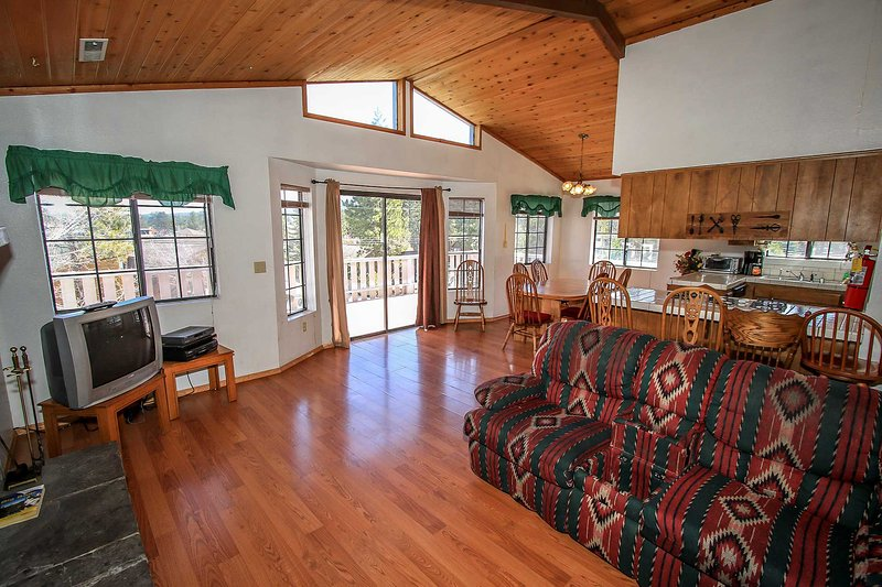 2nd Level Living Room- Lakeview Deck Access - Lakeview Adventure~Rustic Mountain Cabin~Pool Table~Fenced Back Yard~ - Big Bear Lake - rentals