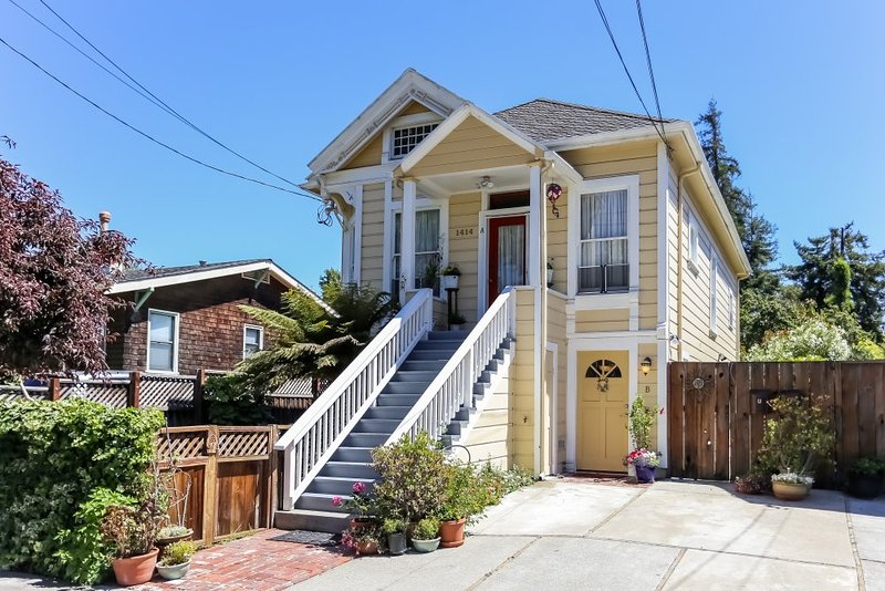 Furnished 2-Bedroom Duplex at Pacific Ave & Benton St Alameda - Image 1 - Alameda - rentals